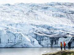 Au pied d'un glacier du Groenland