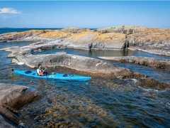Kayak de mer dans l'archipel de Stockholm en Suède