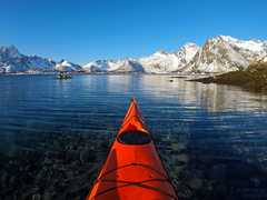 Kayak de mer dans les Lofoten en hiver