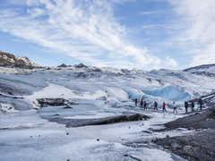 Marche sur le glacier Solheimajokull en Islande