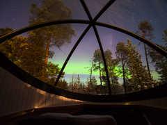 Nuit dans une bulle de verre en Laponie