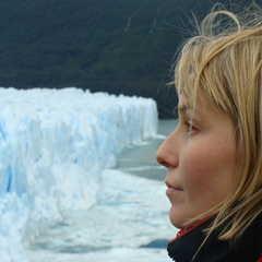 Cécile Desserey en Argentine face au petito moreno