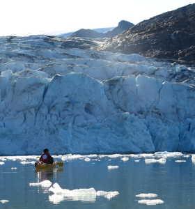 Kayak au pied du glacier Groenland