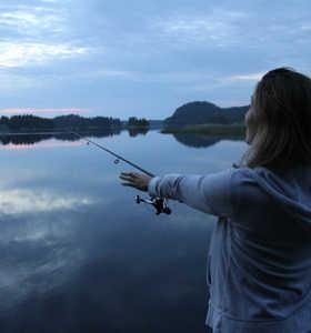 Pêche dans un lac de Finlande