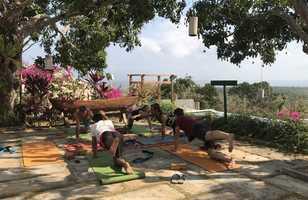 Avant ou après la plongée, séance relaxation et yoga avec Dune Karma