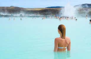 Baignade à la source d'eau chaude Blue Lagoon