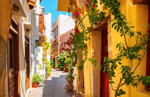 Belle rue colorée à La Canée, île de Crète, Grèce