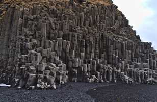 Formations rocheuses basaltiques sur la  plage Reynisfjara