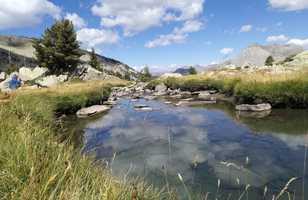 randonnée près d'un lac dans le Mercantour