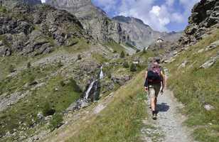 Randonneur lors du Tour du Mont Viso