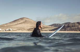 Surfeuse à Fureteventura