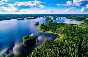 Vue aérienne lac et forêt