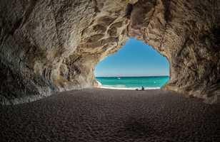 Vue de l'intérieur de la grotte Cala Luna Sardaigne
