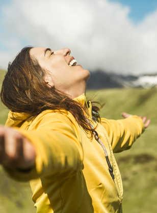 Bonheur dans la nature islandaise