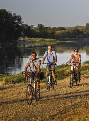 Cyclistes sur la Loire à Vélo