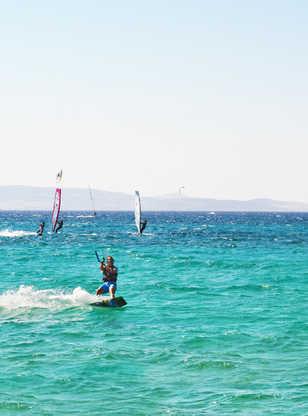 Kitesurf sur l'île de Naxos, Cyclades, Grèce