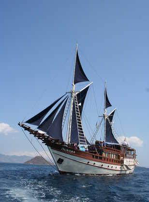 L'Aurora, phinisi alliant tradition indonésienne et confort de la croisière plongée