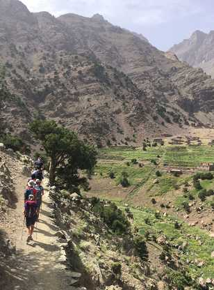 Marcheurs sur les sentiers du Toubkal, Maroc