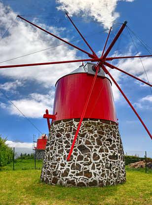 Vieux moulin à vent près de Conceicao (Faial, Açores)