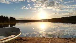 Canoe le long du lac de Hossa