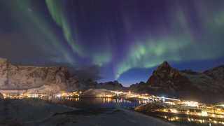 Hamnoy en Norvège sous les autores boréales