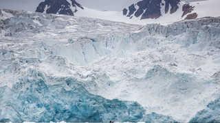 Kayak au pied du glacier