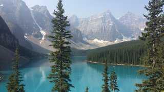 Point de vue au dessus du Lac Moraine dans les Rocheuses Canadiennes
