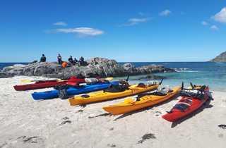 Kayaks sur la plage de mulstoa