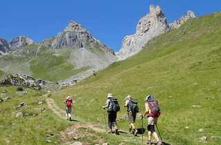 Randonneurs sur le sentier du GR10, dans les Pyrénées