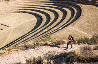 Randonneuse près du site archéologique inca de Písac