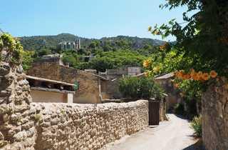 Village du Luberon lors d'une randonnée