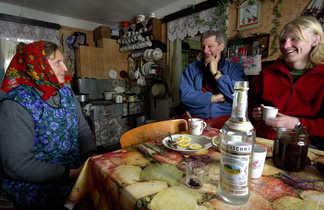 Accueil et dégustation de vodka chez l'habitante