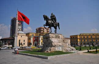 Albanie, Tirana, place Skanderberg
