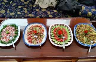 Aperçu du buffet du déjeuner à bord du bateau de plongée à Safaga