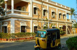 Autorickshaw dans le quartier colonial de Pondichery