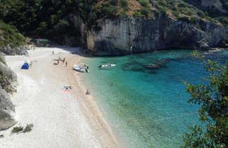 Baie de Grama sur la cote ionienne en Albanie
