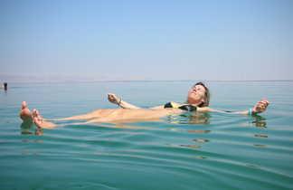 Baignade en mer Morte en Jordanie