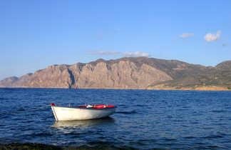 barque en bord de mer