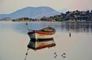 Barque sur le lac de Bafa