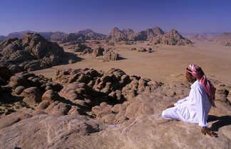 Bédouin dans le désert de Wadi Rum