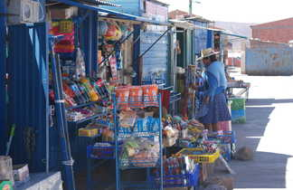 Bolivienne faisant ses achats