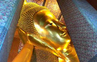 Bouddha couché dans un temple à Bangkok en Thaïlande