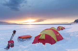 Camp sur la banquise arctique Svalbard