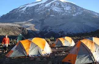 Campement sur le site de Karanga, massif du Kilimandjaro