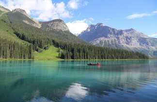 Canoe sur le lac Emerald, Parc National de Yoho, Ouest Canada