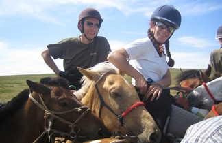 Cavaliers sur leur chevaux en Mongolie