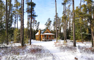 Chalet canadien en hiver
