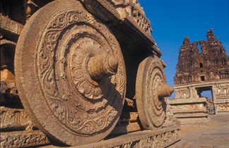 Chariot sculpté temple de Belur, Karnataka