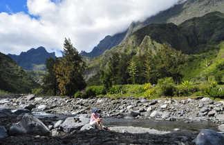 Contemplation dans Mafate, Cascade des Trois Roches