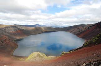 Lac dans les hautes terres islandaises
